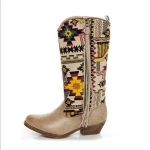 Big Buddha Southwest Tribal Fringe Boots 6.5